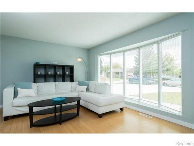 Photo 3: Photos: 120 Brookhaven Bay in Winnipeg: Southdale Residential for sale (2H)  : MLS®# 1622301