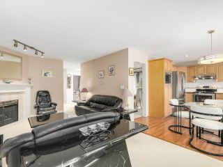 Photo 7: 69 15860 82 Avenue in Surrey: Fleetwood Tynehead Townhouse for sale : MLS®# R2195718