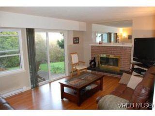 Photo 2: 35 610 McKenzie Ave in VICTORIA: SW Glanford Row/Townhouse for sale (Saanich West)  : MLS®# 531206