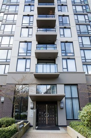"""Photo 2: 804 151 W 2ND Street in North Vancouver: Lower Lonsdale Condo for sale in """"SKY"""" : MLS®# R2260596"""