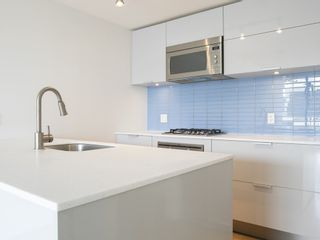 Photo 6: 3405 128 CORDOVA STREET in Vancouver West: Downtown VW Home for sale ()  : MLS®# R2098989