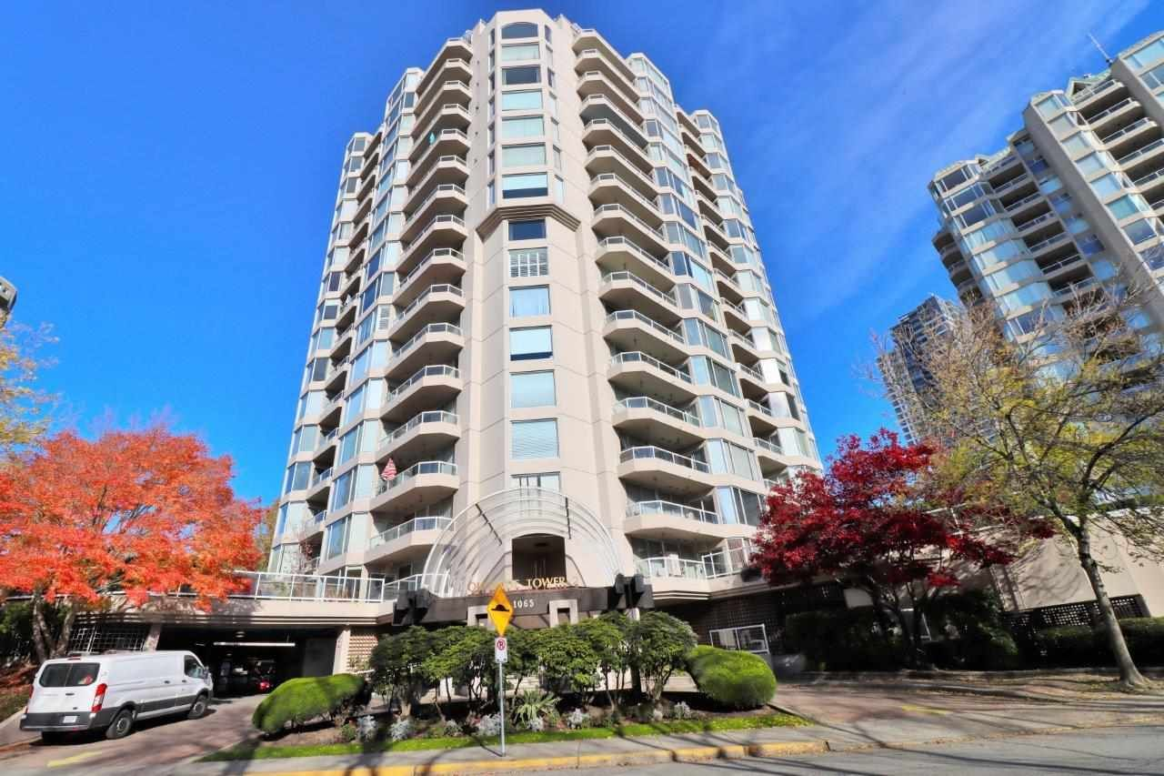 "Main Photo: 803 1065 QUAYSIDE Drive in New Westminster: Quay Condo for sale in ""Quayside Tower II"" : MLS®# R2417737"