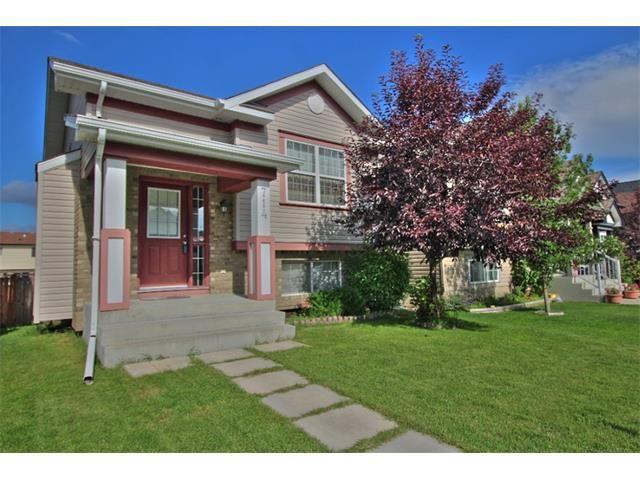 Main Photo: 714 EVERRIDGE Drive SW in Calgary: Evergreen House for sale : MLS®# C4073780