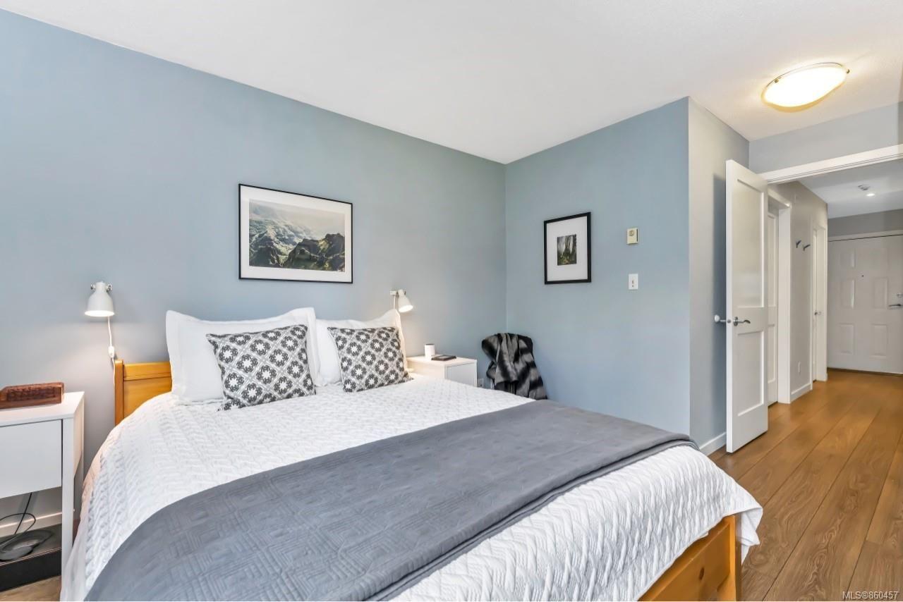 Photo 16: Photos: 105 2529 Wark St in : Vi Hillside Condo for sale (Victoria)  : MLS®# 860457