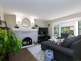 Photo 2: 5 1096 Stoba Lane in : SE Quadra Row/Townhouse for sale (Saanich East)  : MLS®# 851744
