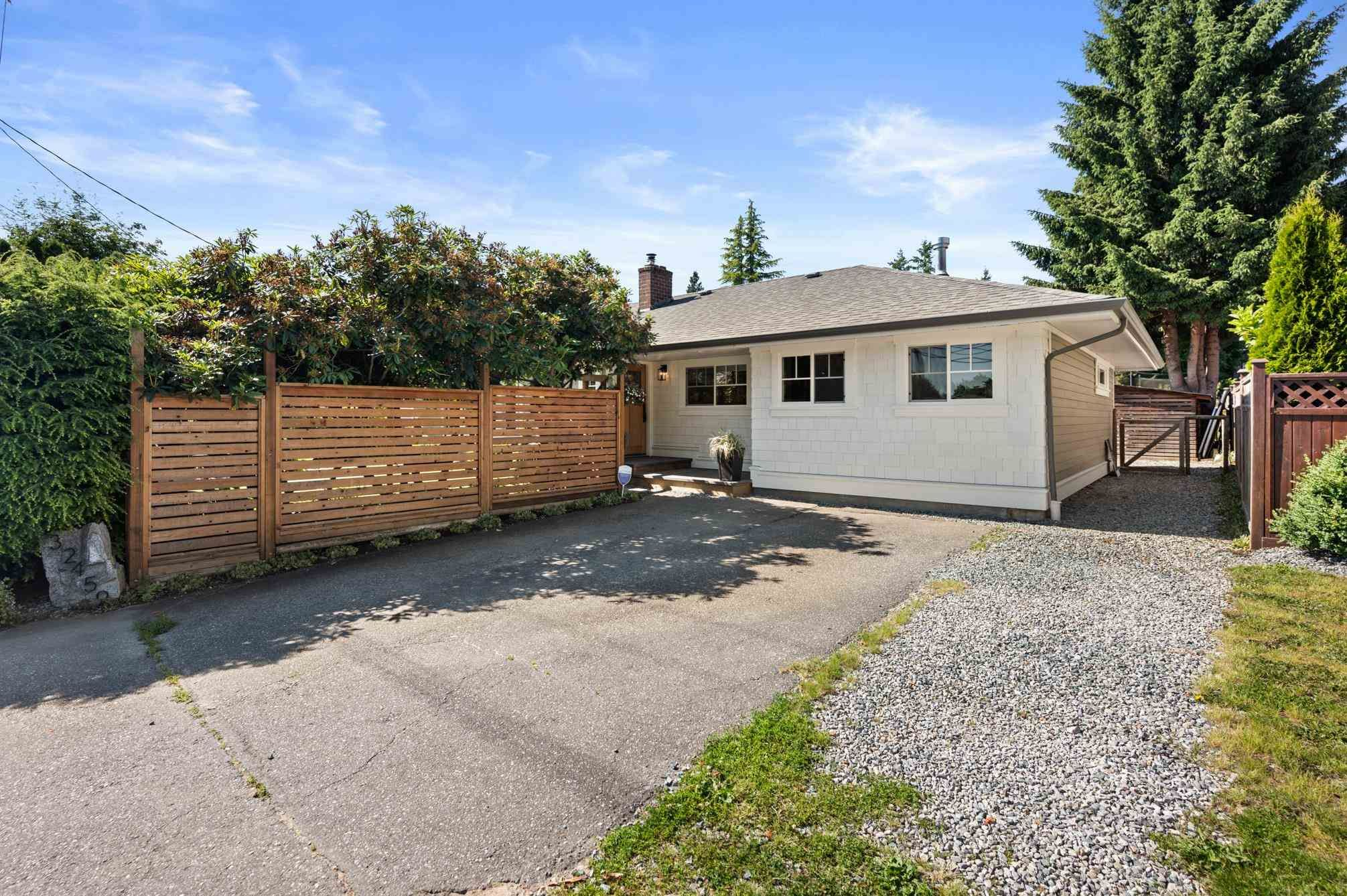 Photo 3: Photos: 32459 7TH Avenue in Mission: Mission BC House for sale : MLS®# R2595099