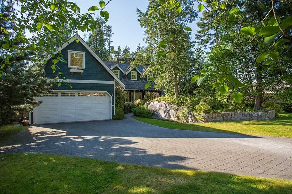 "Main Photo: 148 STONEGATE Drive in West Vancouver: Furry Creek House for sale in ""FURRY CREEK"" : MLS®# R2045429"