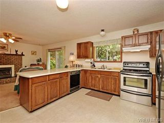 Photo 8: 3350 St. Troy Pl in VICTORIA: Co Triangle House for sale (Colwood)  : MLS®# 706087