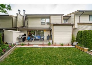"""Photo 1: 40 9101 FOREST GROVE Drive in Burnaby: Forest Hills BN Townhouse for sale in """"ROSSMOOR"""" (Burnaby North)  : MLS®# R2374547"""