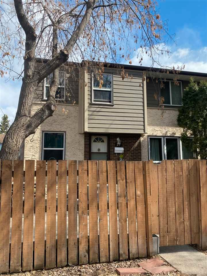 Main Photo: 29 WILLOWDALE Place in Edmonton: Zone 20 Townhouse for sale : MLS®# E4240194