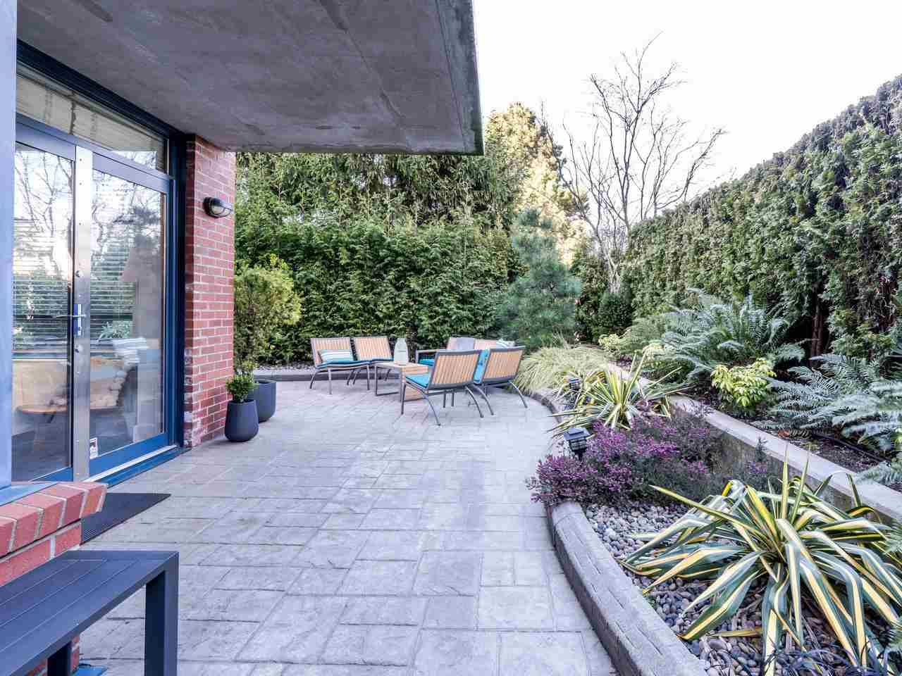 """Main Photo: 101 1725 BALSAM Street in Vancouver: Kitsilano Condo for sale in """"Balsam House"""" (Vancouver West)  : MLS®# R2454346"""