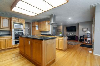 Photo 3: 1957 Pinehurst Pl in : CR Campbell River West House for sale (Campbell River)  : MLS®# 869499