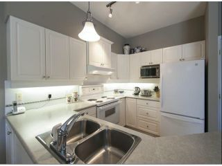 """Photo 7: 1 14877 33RD Avenue in Surrey: King George Corridor Townhouse for sale in """"SANDHURST"""" (South Surrey White Rock)  : MLS®# F1402947"""