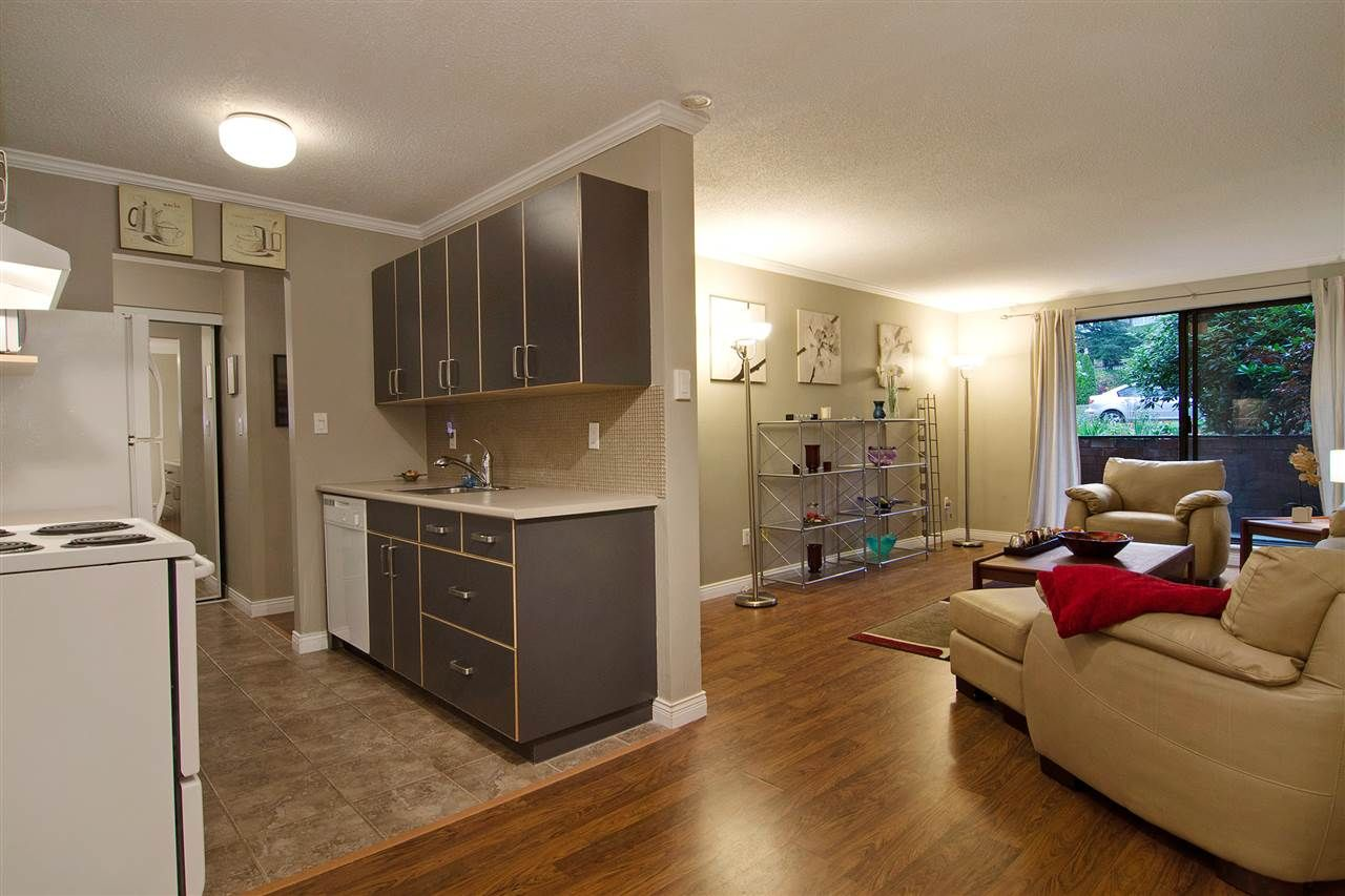 """Main Photo: 109 357 E 2ND Street in North Vancouver: Lower Lonsdale Condo for sale in """"Thornecliffe"""" : MLS®# R2009279"""