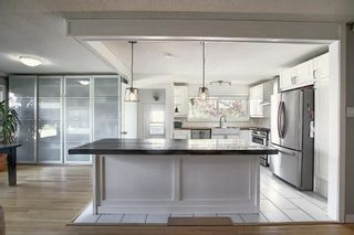Photo 4: 643 WILLOWBURN Crescent SE in Calgary: Willow Park Detached for sale : MLS®# A1085476