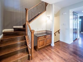 Photo 3: 529 24 Avenue NE in Calgary: Winston Heights/Mountview Semi Detached for sale : MLS®# A1021988