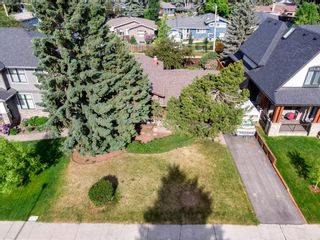 Photo 4: 15 42 Street SW in Calgary: Wildwood Detached for sale : MLS®# A1122775