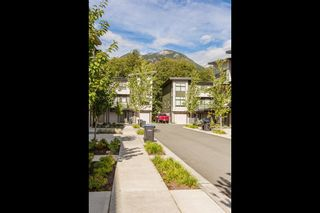 """Photo 4: 1149 NATURE'S GATE Crescent in Squamish: Downtown SQ Townhouse for sale in """"Natures Gate"""" : MLS®# R2104476"""