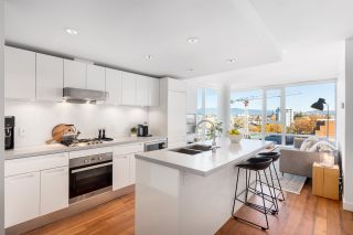 """Main Photo: 1607 188 KEEFER Street in Vancouver: Downtown VE Condo for sale in """"188 Keefer"""" (Vancouver East)  : MLS®# R2526049"""