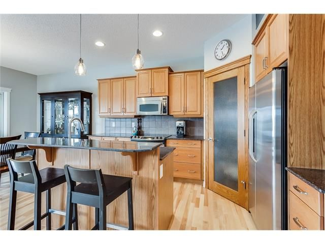 Photo 9: Photos: 46 PRESTWICK Parade SE in Calgary: McKenzie Towne House for sale : MLS®# C4103009