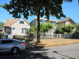 Photo 2: 2315 E 5TH Avenue in Vancouver: Grandview VE House for sale (Vancouver East)  : MLS®# R2200122