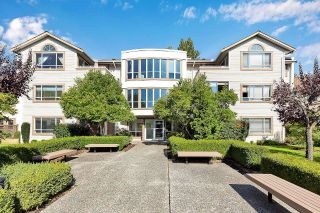 """Photo 2: 402 15991 THRIFT Avenue: White Rock Condo for sale in """"Arcadian"""" (South Surrey White Rock)  : MLS®# R2621325"""