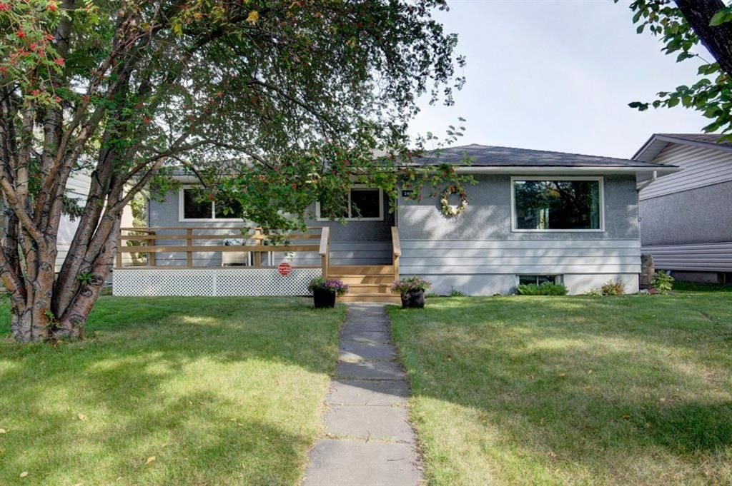 Main Photo: 2446 28 Street SE in Calgary: Southview Detached for sale : MLS®# A1146212