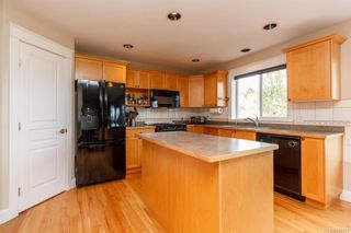 Photo 6: 2219 Highland Rd in View Royal: VR Prior Lake House for sale : MLS®# 746525