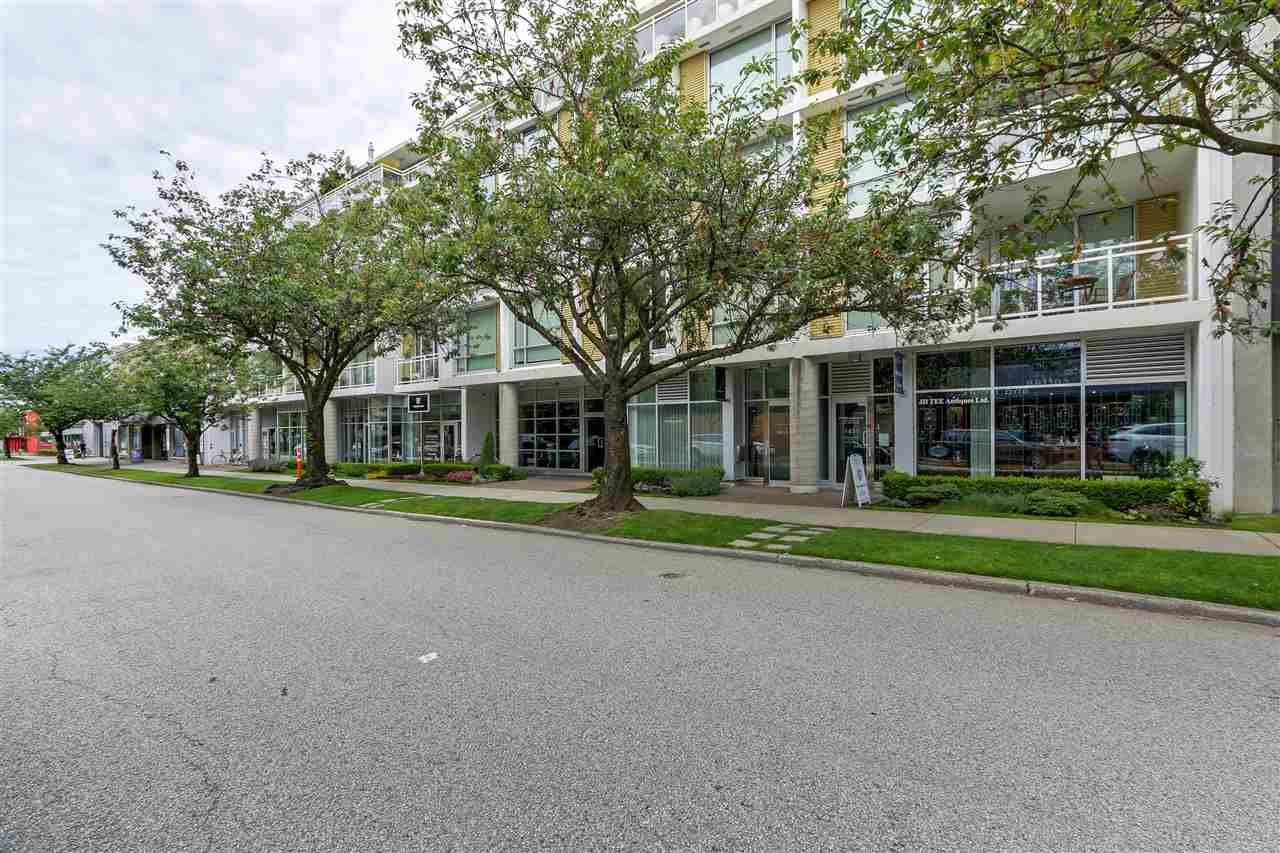 """Main Photo: 311 1635 W 3RD Avenue in Vancouver: False Creek Condo for sale in """"LUMIN"""" (Vancouver West)  : MLS®# R2281460"""