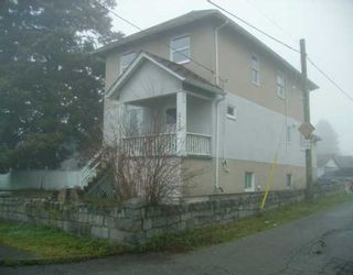"""Photo 3: 933 10TH ST in New Westminster: West End NW House for sale in """"HOUSE"""" : MLS®# V568429"""