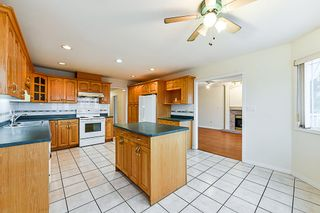 Photo 9: 7931 12TH Avenue in Burnaby: East Burnaby House for sale (Burnaby East)  : MLS®# R2319322