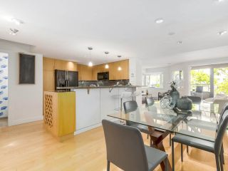 """Photo 5: 2411 W 1ST Avenue in Vancouver: Kitsilano Townhouse for sale in """"Bayside Manor"""" (Vancouver West)  : MLS®# R2191405"""