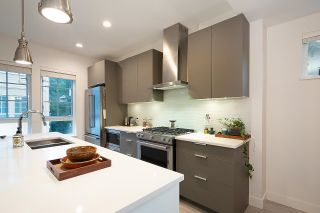 """Photo 19: 2127 SPRING Street in Port Moody: Port Moody Centre Townhouse for sale in """"EDGESTONE"""" : MLS®# R2614994"""