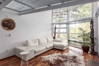 Photo 2: 1328 E 6TH Avenue in Vancouver: Grandview VE 1/2 Duplex for sale (Vancouver East)  : MLS®# R2116332