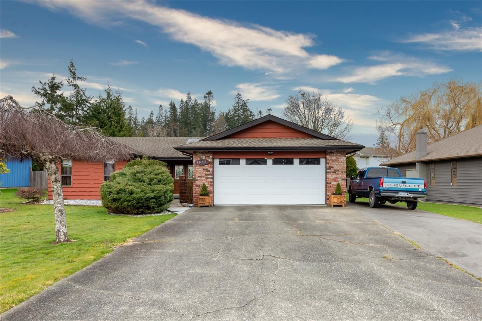 Main Photo: 1862 Snowbird Cres in : CR Willow Point House for sale (Campbell River)  : MLS®# 869942