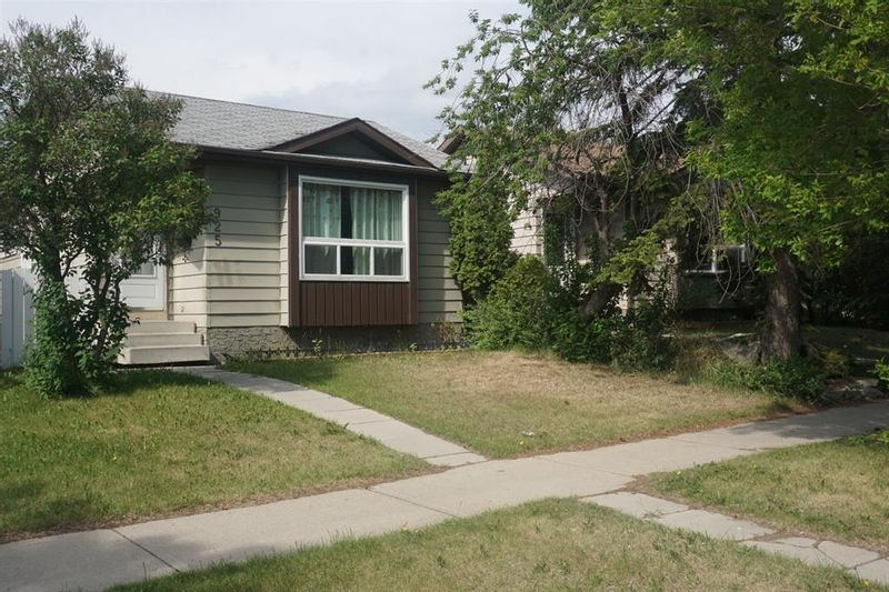 FEATURED LISTING: 925 Erin Woods Drive Southeast Calgary