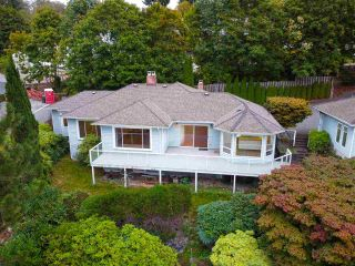 "Photo 2: 301 N HYTHE Avenue in Burnaby: Capitol Hill BN House for sale in ""CAPITOL HILL"" (Burnaby North)  : MLS®# R2531896"