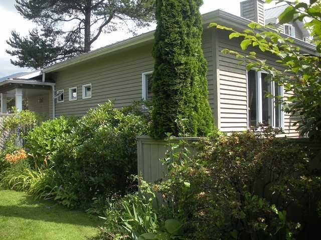 Main Photo: 1584 BOWSER Avenue in North Vancouver: Norgate Townhouse for sale : MLS®# V964462