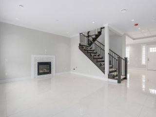 """Photo 3: 18415 59A Avenue in Surrey: Cloverdale BC House for sale in """"CLOVERDALE"""" (Cloverdale)  : MLS®# R2251135"""