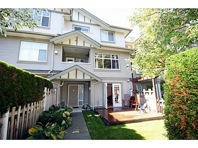 """Main Photo: 3 2733 PARKWAY Drive in Surrey: King George Corridor Townhouse for sale in """"PARKWAY GARDENS"""" (South Surrey White Rock)  : MLS®# F1323092"""