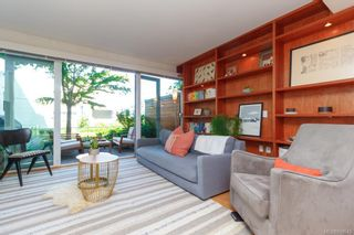 Photo 3: 3 395 Tyee Rd in Victoria: VW Songhees Row/Townhouse for sale (Victoria West)  : MLS®# 840543