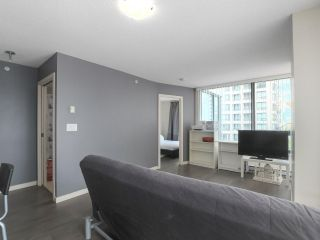 "Photo 7: 1505 977 MAINLAND Street in Vancouver: Yaletown Condo for sale in ""YALETOWN PARK 3"" (Vancouver West)  : MLS®# R2387511"