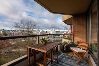 """Photo 30: 510 1490 PENNYFARTHING Drive in Vancouver: False Creek Condo for sale in """"Harbour Cove"""" (Vancouver West)  : MLS®# R2618903"""