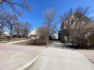 Photo 12: 95 Euclid Avenue in Winnipeg: Point Douglas Residential for sale (4A)  : MLS®# 202107234