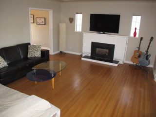 """Photo 2: 1605 LONDON Street in New Westminster: West End NW House for sale in """"WEST END"""" : MLS®# R2162513"""