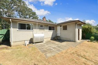 Photo 4: 2520 Forbes St in : Vi Oaklands House for sale (Victoria)  : MLS®# 880118