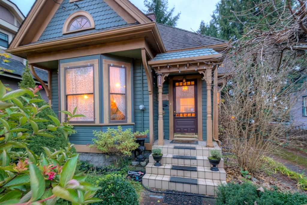 """Photo 98: Photos: 214 FOURTH Avenue in New Westminster: Queens Park House for sale in """"QUEENS PARK"""" : MLS®# R2136258"""