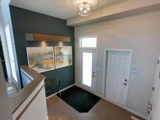 Photo 2: 25 Zimmerman Drive in Winnipeg: Charleswood Residential for sale (1H)  : MLS®# 202121732