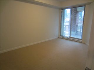 Photo 5: # 212 - 245 Ross Drive in New Westminster: Fraserview NW Condo for sale : MLS®# V989809