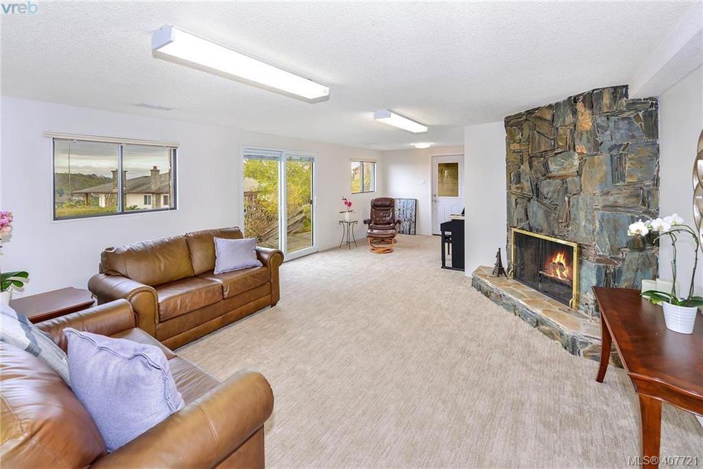 Photo 11: Photos: 3698 Kootenay Pl in VICTORIA: SE Cedar Hill House for sale (Saanich East)  : MLS®# 810256